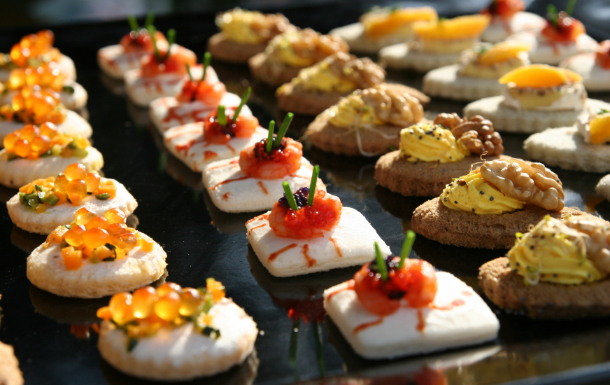 Garden party ideas how to plan a garden party party for Canape buffet menus